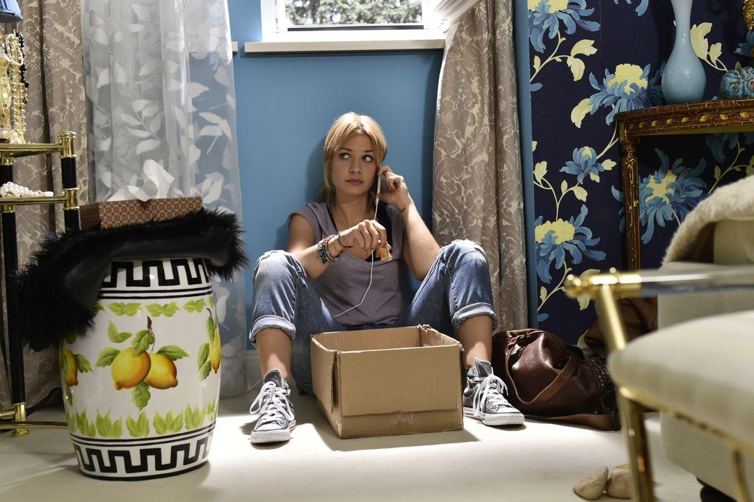 Da Mila (Susan Sideropoulos) plötzlich arbeitslos ist, versucht ihre Mutter alles, um einen schlechten Eindruck bei Luisas steinreichen Schwiegerelt... - Bildquelle: Claudius Pflug SAT.1