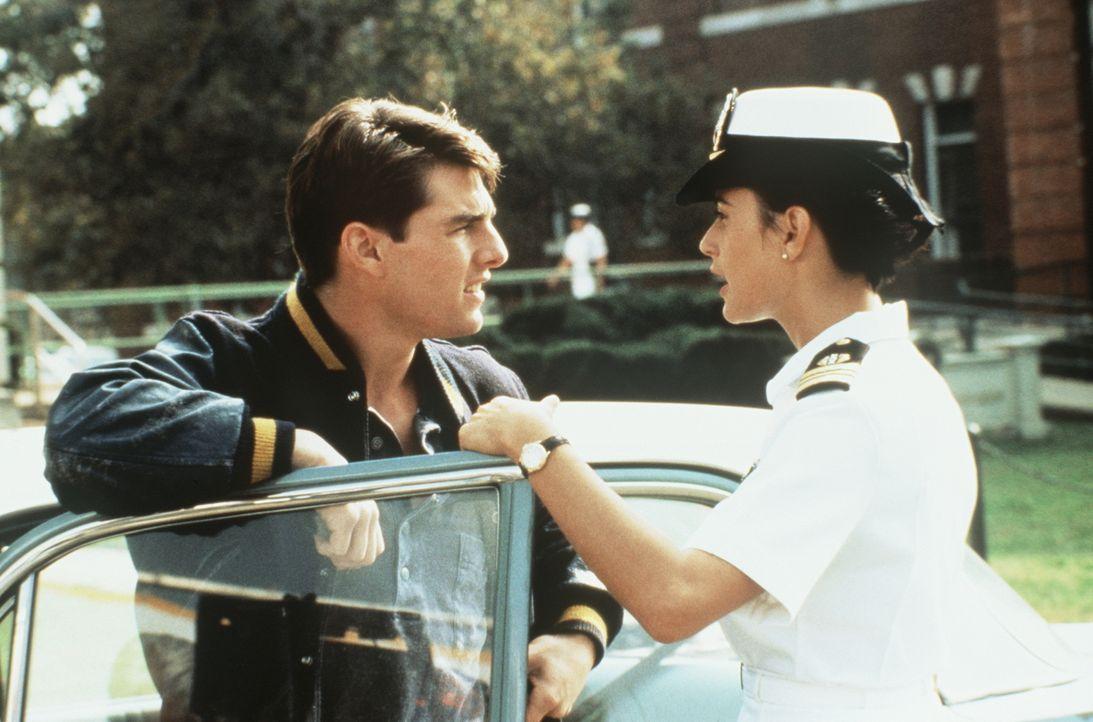 Während Lt. Kaffees (Tom Cruise, l.) Engagement zu wünschen übrig lässt, ist Armee-Anwältin JoAnne Galloway (Demi Moore, r.) mit Feuereifer bei der... - Bildquelle: Columbia Pictures
