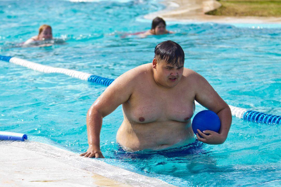 Die Schwimmbad-Challenge fordert Patrick alles ab ... - Bildquelle: Enrique Cano SAT.1
