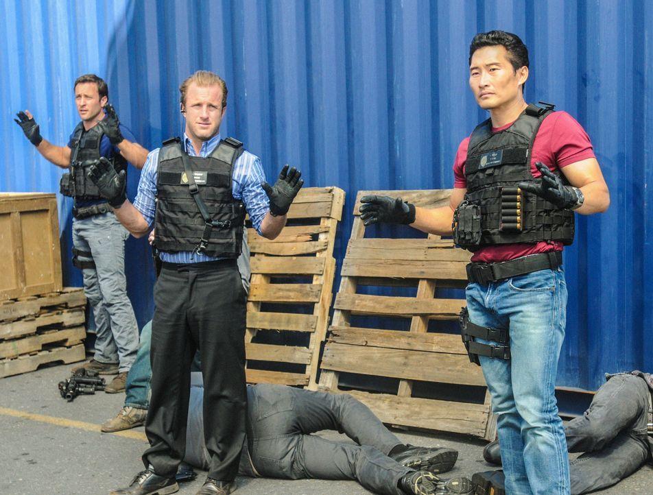 Ein neuer Fall beschäftigt das Team: Steve (Alex O'Loughlin, M.), Danny (Scott Caan, l.) und Chin (Daniel Dae Kim, r.) ... - Bildquelle: 2013 CBS Broadcasting, Inc. All Rights Reserved.
