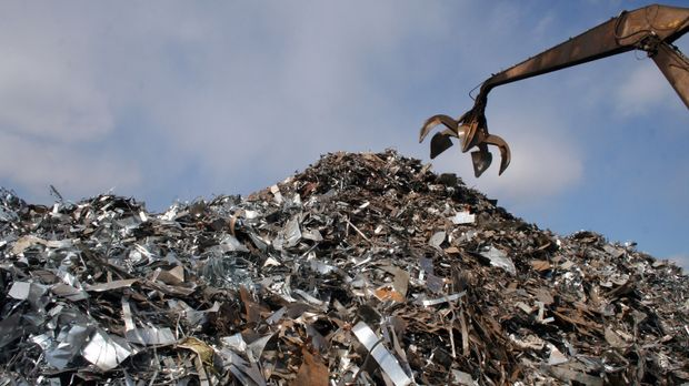Wir Menschen produzieren überall auf der Welt Tonnen an Müll und Feststoffabf...
