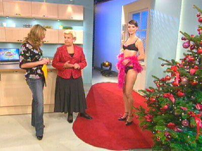 Festliche Dessous - Frühstücksfernsehen - Bildquelle: Sat 1