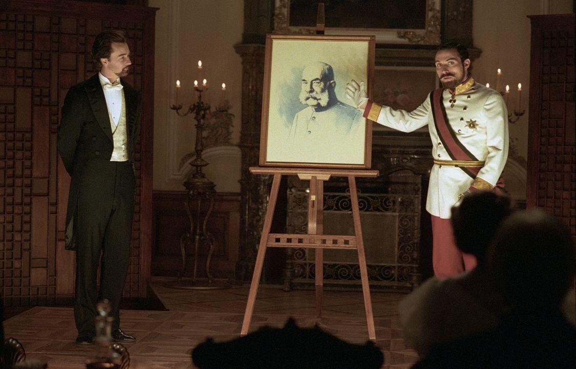 Der Illusionist Eisenheim (Edward Norton, l.) ist der Liebling der Wiener Bevölkerung um die Jahrhundertwende. Als er jedoch bei einer Privatvorste... - Bildquelle: 2006 Yari Film Group Releasing, LLC.  All Rights Reserved.
