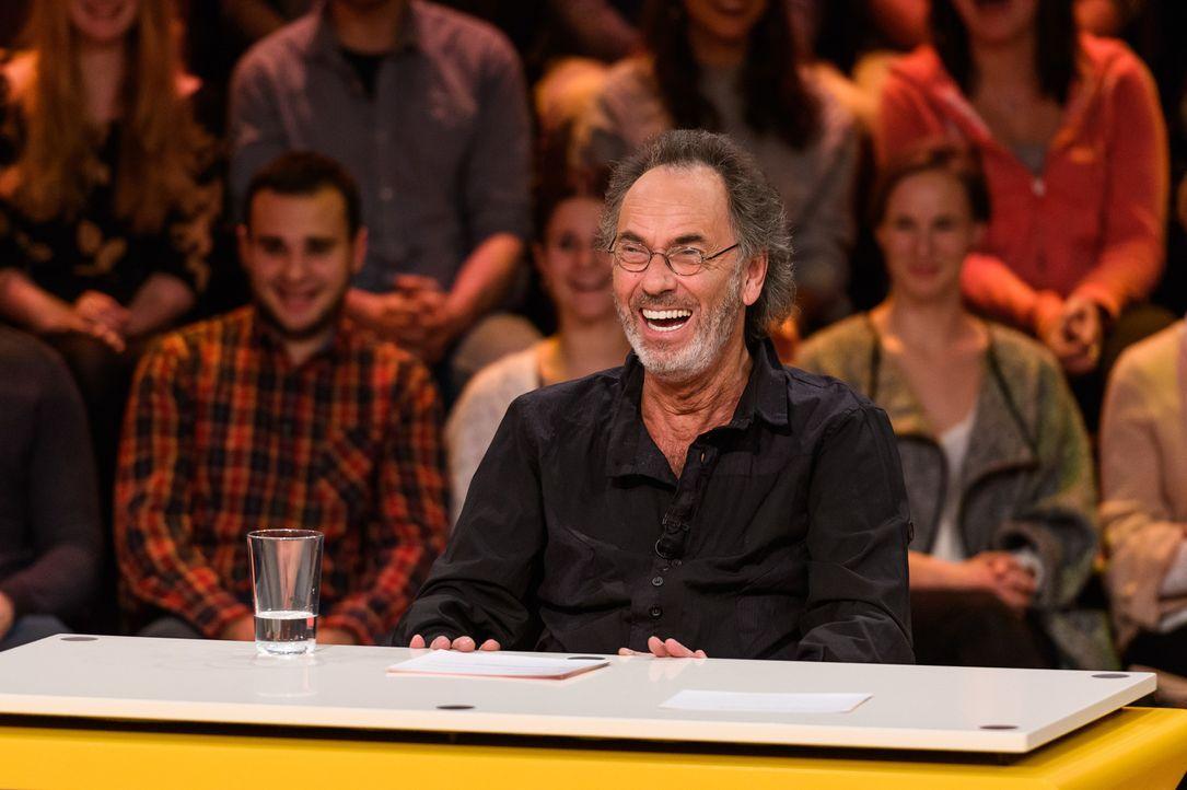 Macht es dem Panel nicht leicht: genialer Gastgeber Hugo Egon Balder ... - Bildquelle: Willi Weber SAT.1