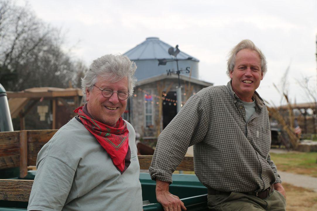 """Für sie ist kein Holz zu schwer und kein Baum zu hoch: die Baumhaus-Profis James """"B'fer"""" Roth (r.) und Jake Jacob (l.) ... - Bildquelle: 2015, DIY Network/Scripps Networks, LLC. All Rights Reserved."""