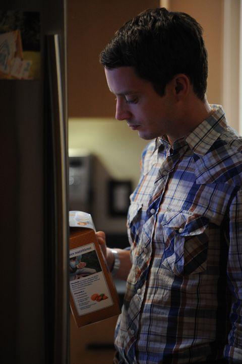 Wilfred bringt Ryan (Elijah Wood) dazu, an sich selbst zu zweifeln und seine Psyche wieder in Frage zu stellen - zu Recht? - Bildquelle: 2011 FX Networks, LLC. All rights reserved.
