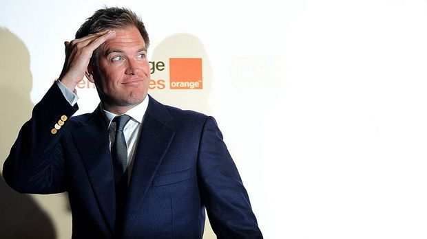michael-weatherly-10-06-10-salutiert-AFP