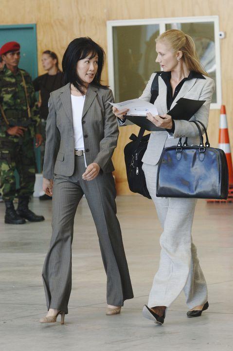 Sandra Ling (Geraline Knox, l.) und Dr. Varnack (Joely Richardson, r.) läuft die Zeit davon, wenn sie eine schnelle Lösung für das Virus-Problem... - Bildquelle: Sony 2007 CPT Holdings, Inc.  All Rights Reserved.