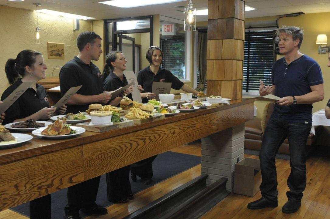 """Heute ist Gordon Ramsay (r.) im Restaurant """"Mill Street Bistro"""" in Norwalk, Ohio, zu Besuch. Nachdem der Besitzer Joe Nagy einst seinen Job im Leben... - Bildquelle: Jeff Neira FOX"""