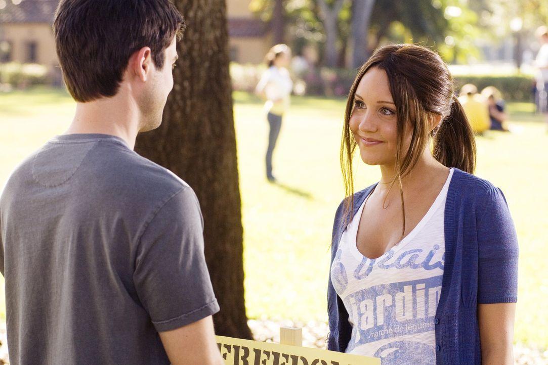 Als Sydney (Amanda Bynes, r.) der College-Queen Rachel den Kampf ansagt, findet sie schon bald einen starken Verbündeten: Tyler (Matthew Long, l.)... - Bildquelle: 2007 Universal Studios, All Rights Reserved