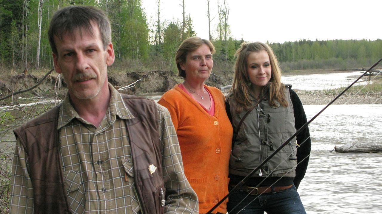 Wagen einen Neuanfang in Kanada: Michael (l.), Sylvia (M.) und Julia Burger (r.) ... - Bildquelle: kabel eins