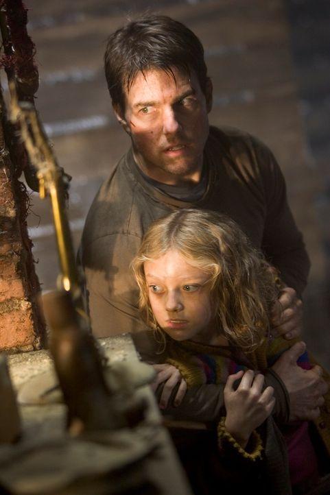 """Das kräftige Gewitter entpuppt sich als das Werk Außerirdischer. Mit diesem """"Gewitter"""" beleben sie riesige Maschinen, die lange Zeit unter der Erdob... - Bildquelle: 2004 Paramount Pictures All Rights Reserved."""