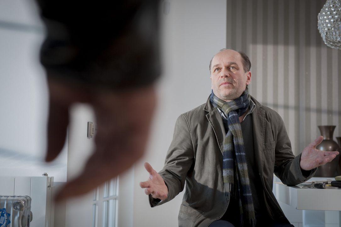Mark Seifert (Horst-Günter Marx) beteuert seine Unschuld, aber kann man ihm Glauben schenken? - Bildquelle: Martin Rottenkolber SAT.1