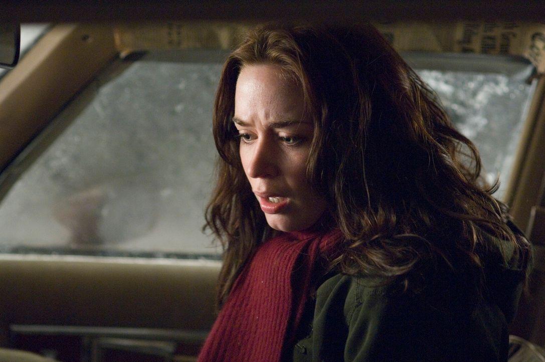Es wird bald Nacht und eine Studentin (Emily Blunt) sitzt in einem Auto mit einem möglicherweise irren, aber bestimmt verdächtigen jungen Mann auf e... - Bildquelle: Copyright   2007 TriStar Pictures, Inc. All Rights Reserved.