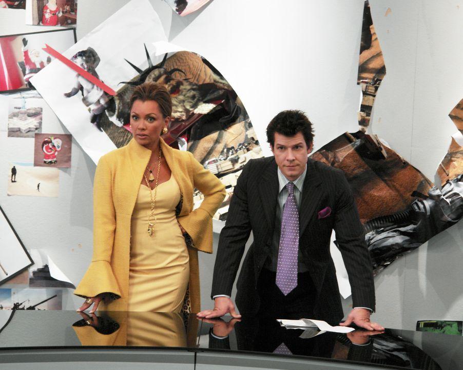 """In der """"Mode""""-Redaktion steht die große Fotostrecke für die Weihnachtsausgabe an. Daniel (Eric Mabius, r.) und Wilhelmina (Vanessa Williams, l.) hab... - Bildquelle: Buena Vista International Television"""