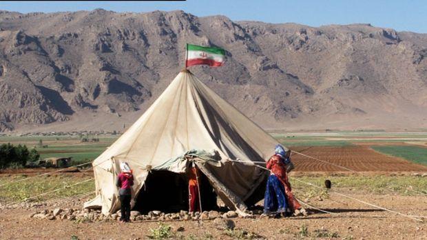 Die Nomadenschule ist ein einfaches Zelt, in dem es weder Strom noch fließend...