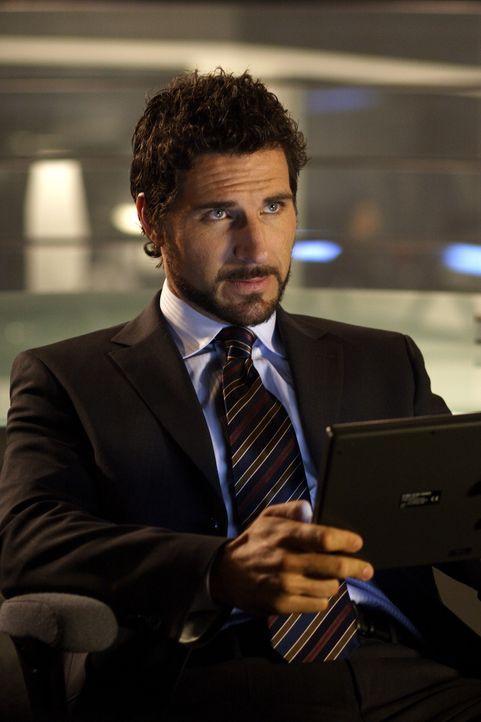 Chefwissenschaftler Nathan Stark (Ed Quinn) hat immer ein Auge auf seine Genies ... - Bildquelle: Universal Television