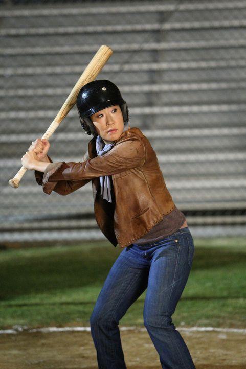 Verausgabt sich beim Baseball spielen: Cristina (Sandra Oh) ... - Bildquelle: Touchstone Television