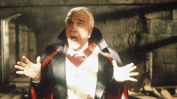 Ein schreckhafter Vampir? Dracula (Leslie Nielsen) ist eine Schande für seine...