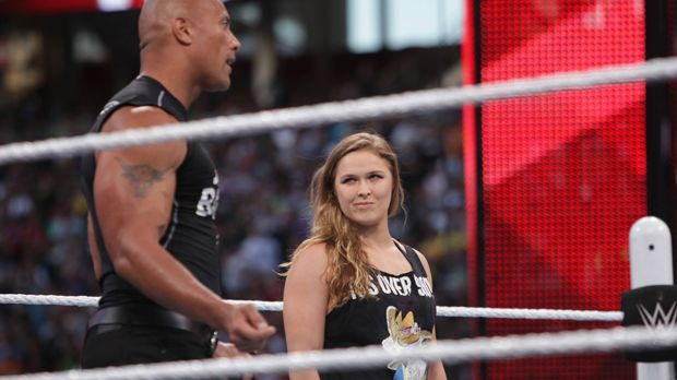 ronda rousey lobt frauen rolle in der wwe. Black Bedroom Furniture Sets. Home Design Ideas