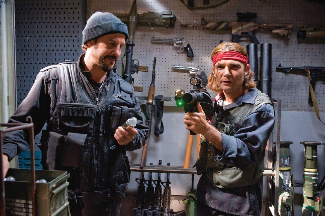 Müssen zum ultimativen Kampf antreten: die berüchtigten Vampirjäger Edgar (Corey Feldman, r.) und Alan Frog (Jamison Newlander, l.) ... - Bildquelle: 2010 Warner Bros.