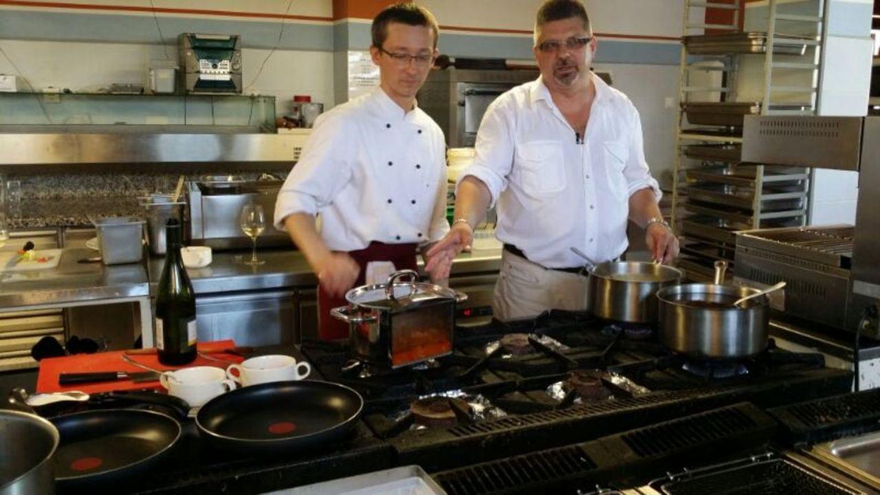 Zoltan Szabo (l.) und AttilaTakacs (r.) in ihrer Fischküche ... - Bildquelle: kabel eins