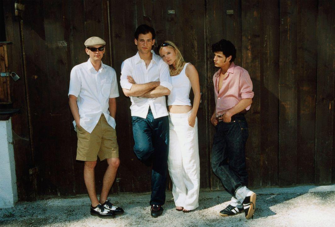 Die Clique (Johanna Klante, 2.v.r., Daniel Krauss, l., Manuel Cortez, r.) um den Studenten Alexander (Torben Liebrecht, 2.v.l.) setzt sich ein bizar... - Bildquelle: Erika Hauri ProSieben