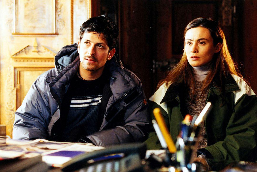 Saskia (Idil Üner, r.) hat in Matthias (Oliver Elias, l.) einen Verbündeten auf der Suche nach der Wahrheit gefunden. Doch während einer Abfahrt ver... - Bildquelle: Sat.1