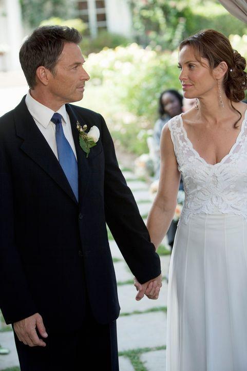 Nach alldem was geschehen ist, beschließen Pete (Tim Daly, l.) und Violet (Amy Brenneman, r.) überraschend zu heiraten. Doch wird alles gutgehen? - Bildquelle: ABC Studios