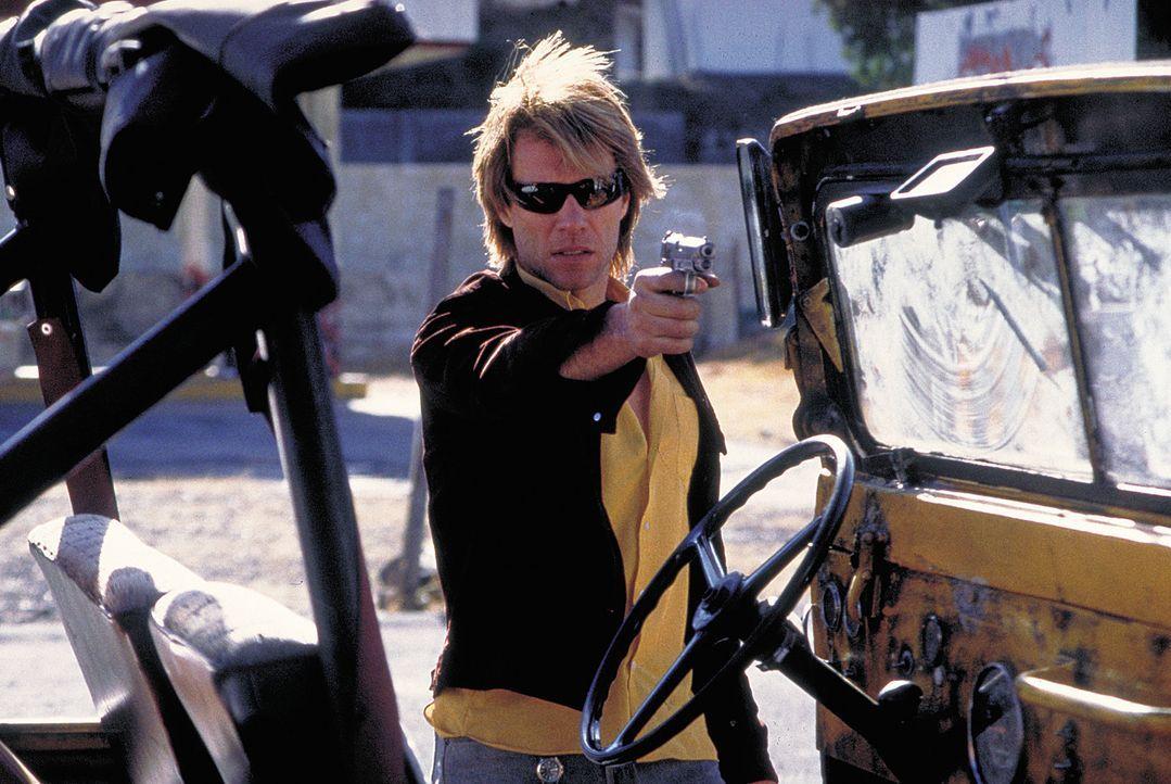 Im Auftrag des Vatikans soll Vampirjäger Derek Bliss (Jon Bon Jovi) völlig entfesselte Blutsauger zur Strecke bringen ... - Bildquelle: 2004 Sony Pictures Television International. All Rights Reserved.