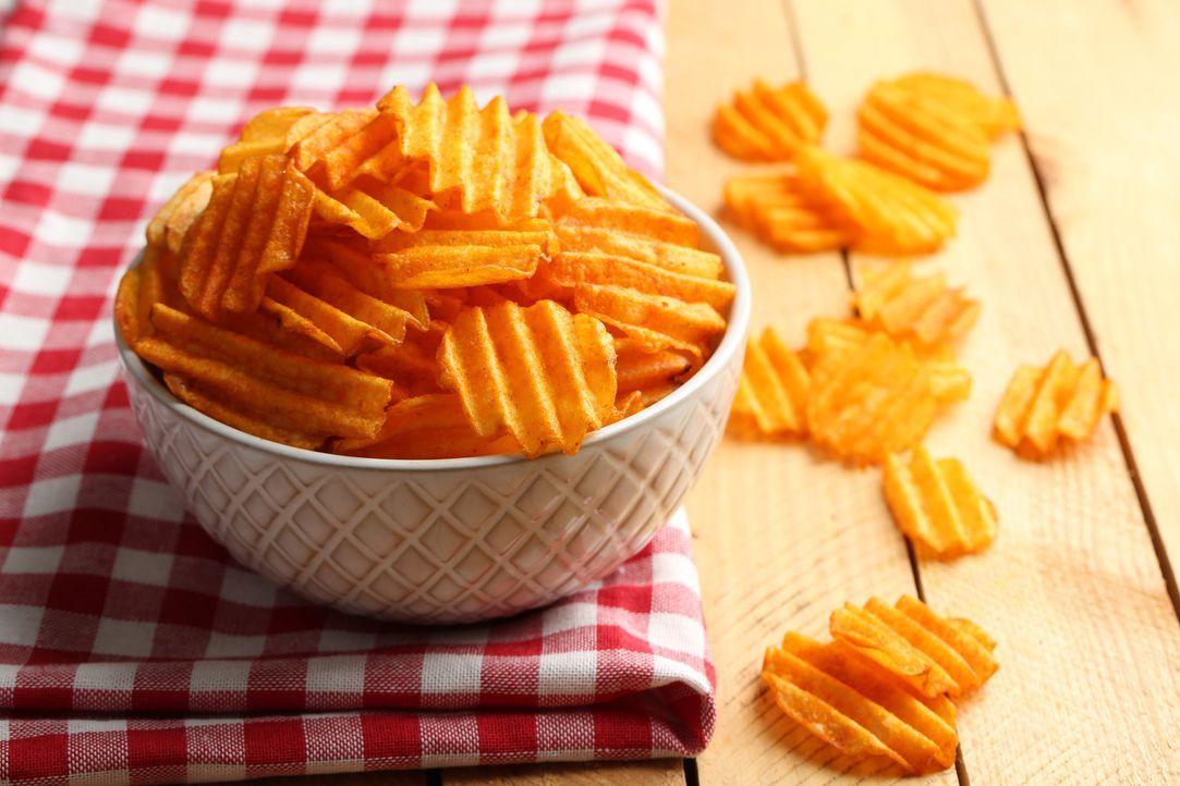 Kartoffelchips - Bildquelle: Africa Studio - Fotolia