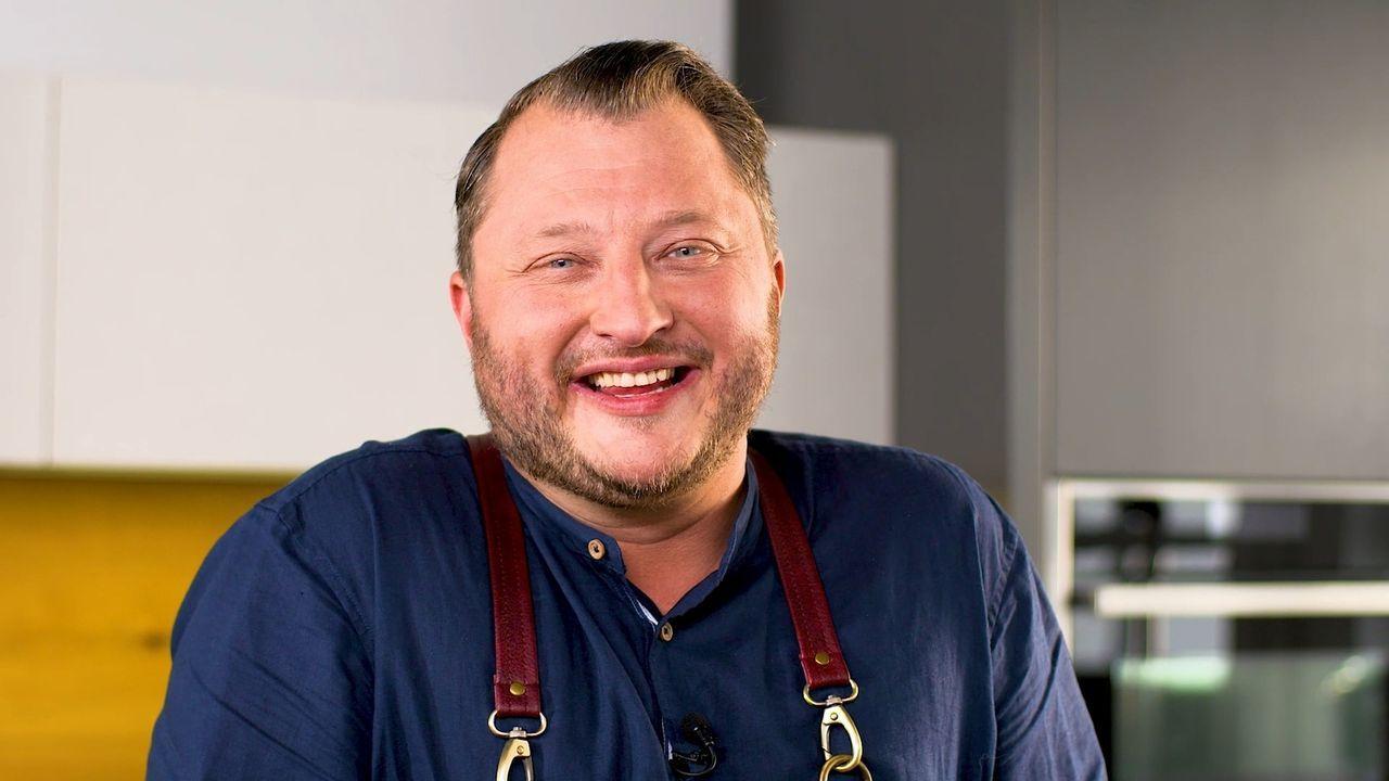 Sebastian Lege fordert drei Kochteams heraus. Diese bekommen eine vom Profikoch gepackte Box mit allen Zutaten, sowie einigen Videoclips, um das Ger... - Bildquelle: kabel eins