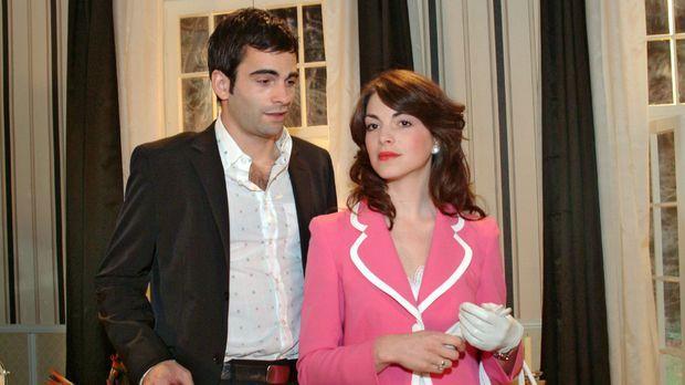 Mariella (Bianca Hein, r.) glaubt noch nicht so recht daran, dass David (Math...