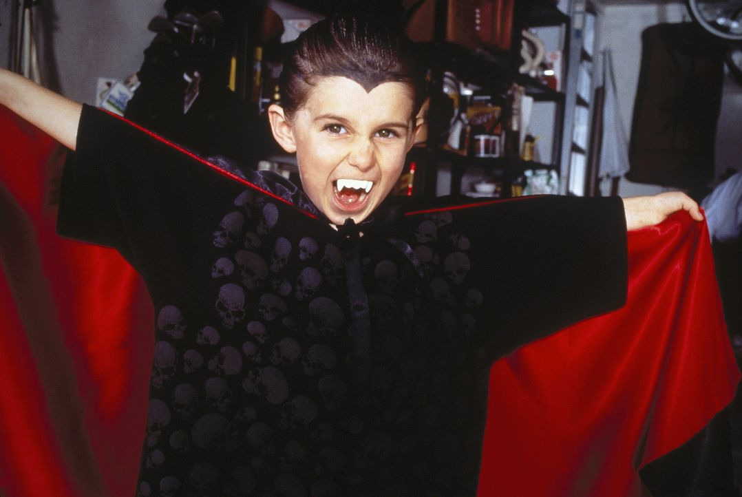 Graf Dracula ist offensichtlich sein Vorbild: Billy Robberson (Miko Hughes) - Bildquelle: Sony Pictures Television International. All Rights Reserved.