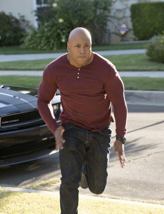 Setzt immer wieder sein eigenes Leben aufs Spiel, um einen Fall zu lösen: Sam (LL Cool J) ... - Bildquelle: CBS Studios Inc. All Rights Reserved.