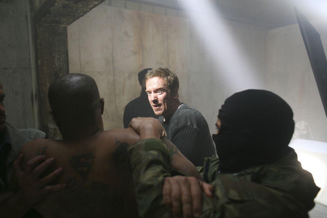 Al-Qaida zwingt Nick Brody (Damian Lewis, M.) zu Taten, die ihn auch nach der Rückkehr nicht mehr loslassen ... - Bildquelle: 2011 Twentieth Century Fox Film Corporation. All rights reserved.