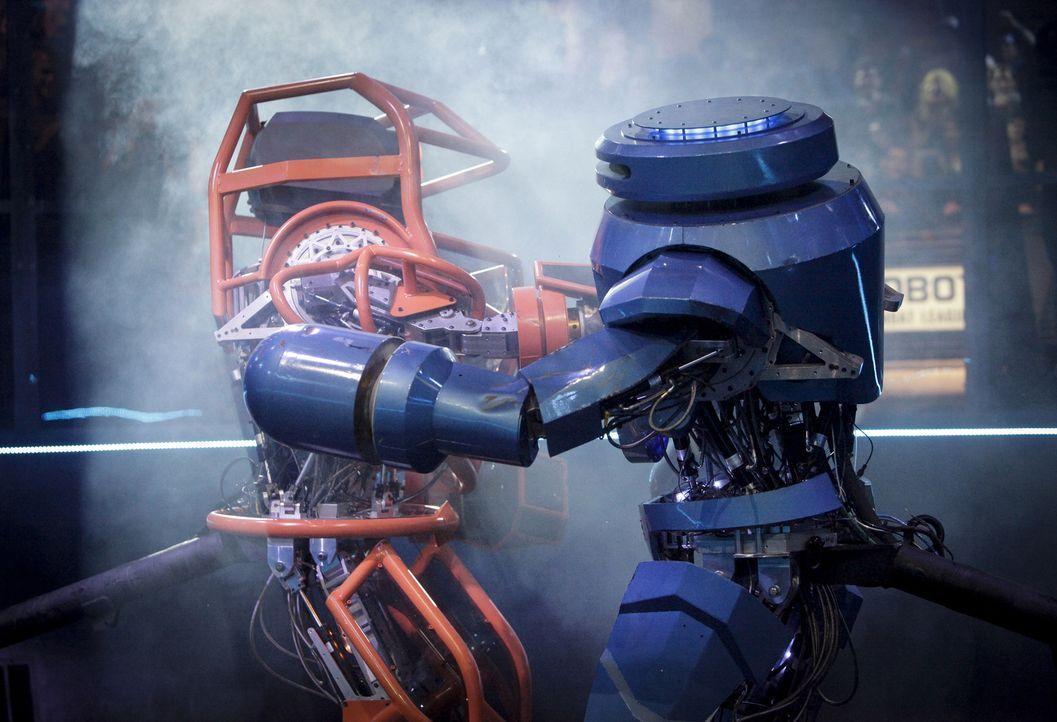 Um den gegnerischen Roboter zu besiegen, sind clevere Taktik und kraftvolle Angriffe gefragt. Wer wird das Rennen machen?