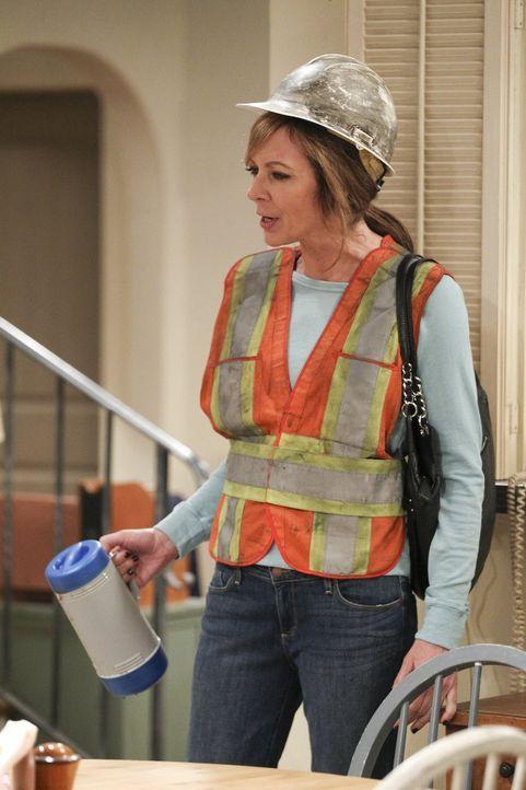 Kann nicht verstehen, dass ihre Tochter so nachtragend ist: Bonnie (Allison Janney) ... - Bildquelle: Warner Bros. Television