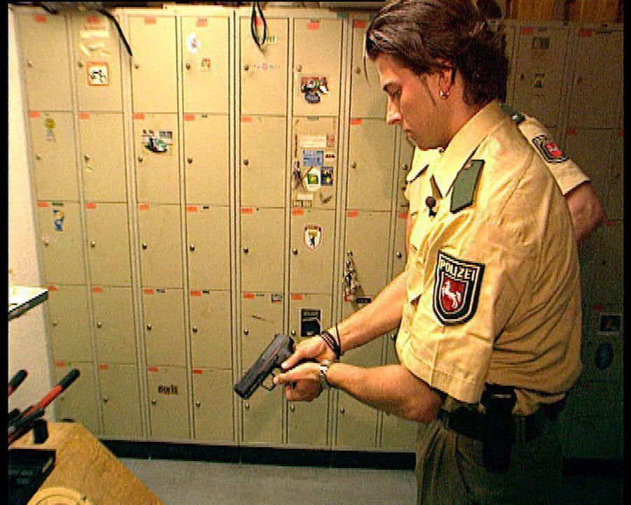 Ordnung muss sein! Manche haben diesen Leitspruch zu ihrem Beruf gemacht: wie Henk Vieselmeyer. Der 23-jährige Niedersachse ist Polizeischüler und... - Bildquelle: SAT.1