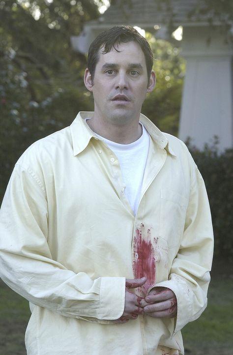 Am hellichten Tage wird Xander (Nicholas Brendon) Zeuge, wie Tara durch einen Querschläger tödlich getroffen wird. - Bildquelle: TM +   Twentieth Century Fox Film Corporation. All Rights Reserved.