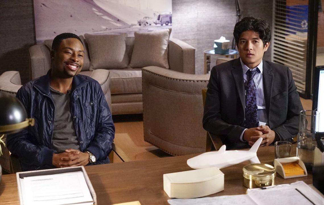 Ein neuer Fall wartet auf die beiden unterschiedlichen Cops Carter (Justin Hires, l.) und Lee (Jon Foo, r.) ... - Bildquelle: Warner Brothers