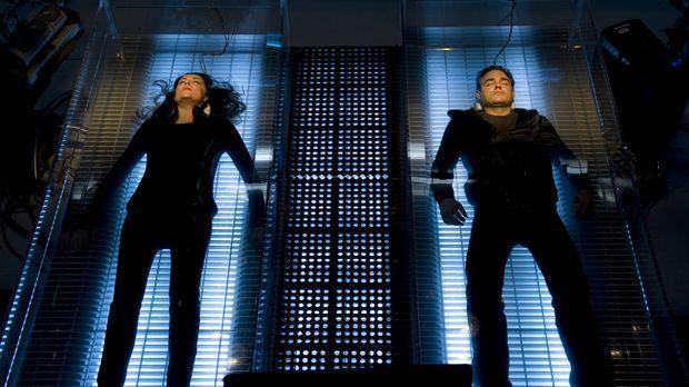 Das Experiment bringt Helen (Amanda Tapping, l.) und Will (Robin Dunne, r.) i...
