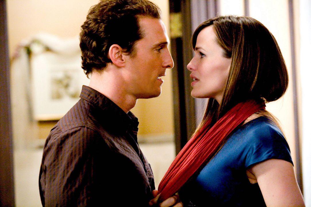 Als überzeugter Junggeselle hält der Weiberheld Connor (Matthew McConaughey, l.) Liebe für lächerlich und eine Ehe kommt für ihn ohnehin nicht... - Bildquelle: 2008   Warner Brothers