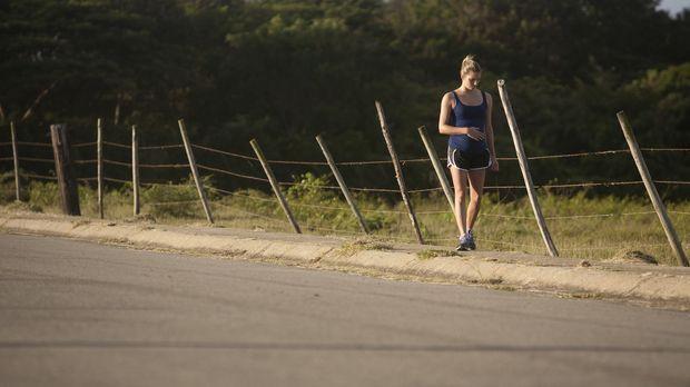 Sie läuft in ihr Verderben: Sara (Foto) und ihr Verlobter genießen ihre Reise...