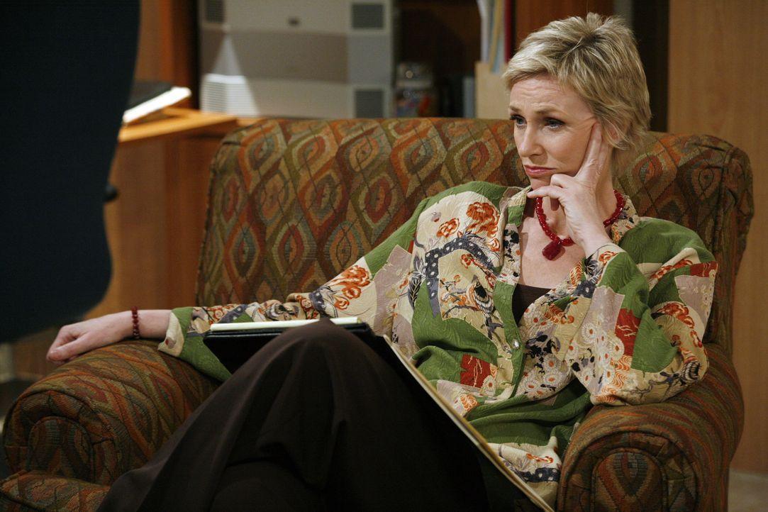 Hört Charlie gespannt zu: Therapeutin Dr. Freeman (Jane Lynch) ... - Bildquelle: Warner Brothers Entertainment Inc.
