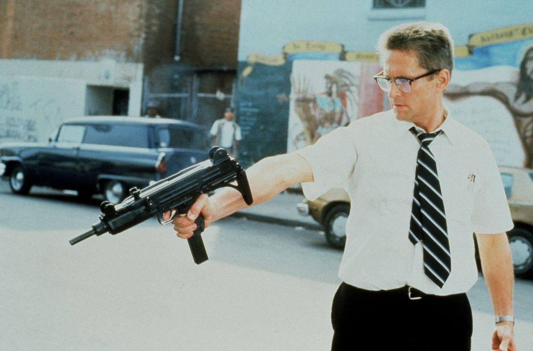 """Hinterlässt eine Spur der Gewalt: """"D-Fens"""" (Michael Douglas) hat endgültig keine Lust mehr, immer nur einzustecken - jetzt wird auch mal ausgeteilt... - Bildquelle: Warner Bros. GmbH"""