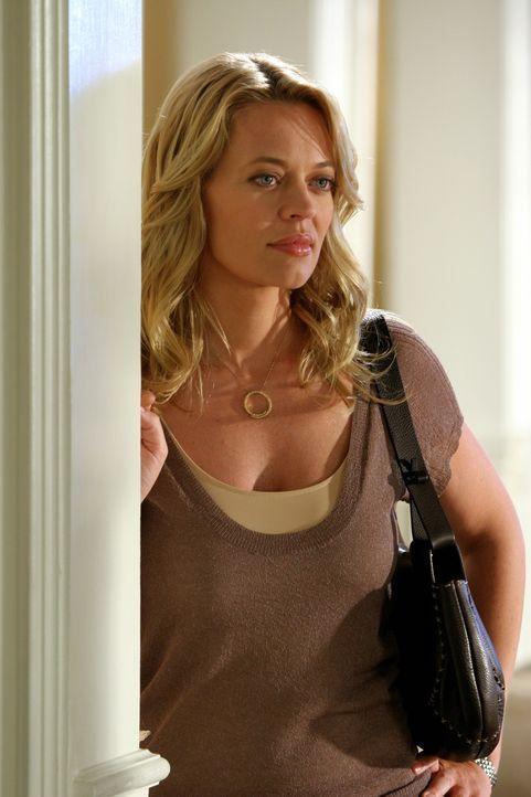 Spielt ein falsches Spiel mit Kirsten: Charlotte (Jeri Ryan) ... - Bildquelle: Warner Bros. Television