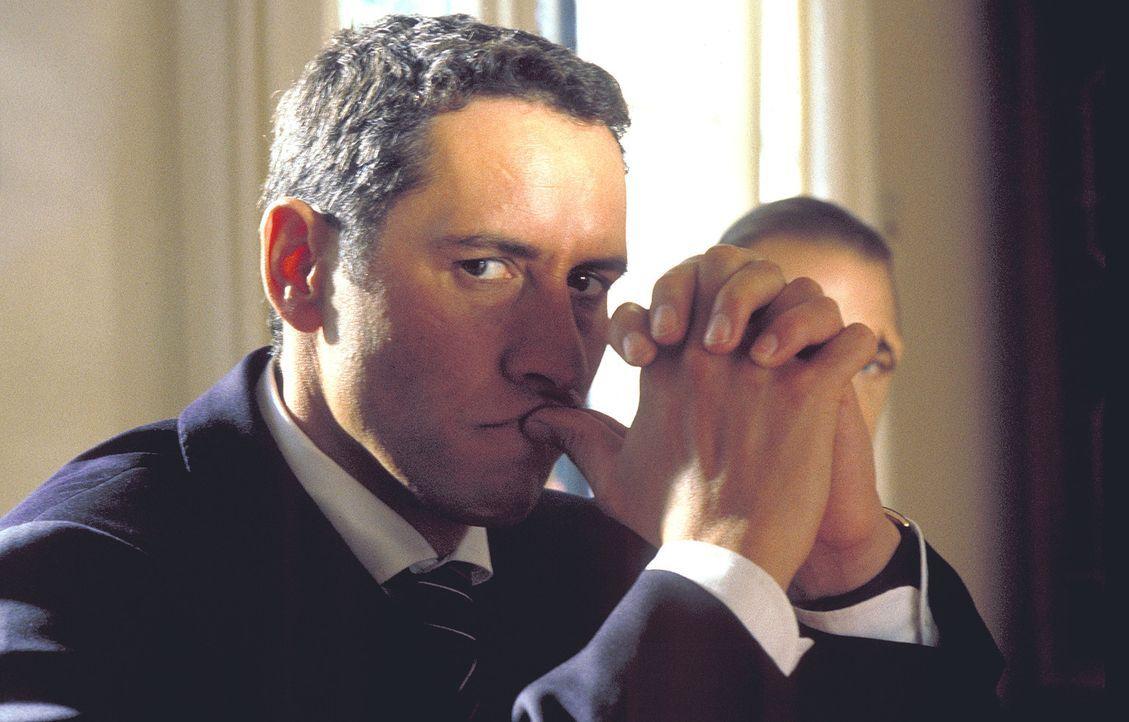 Eine folgenschwere Entscheidung: Als Manuel (Ralph Herforth) Zeuge einer brutalen Abrechnung zwischen Drogenchefs Calvi und einem Mann wird, der der... - Bildquelle: Thommy von Klier ProSieben