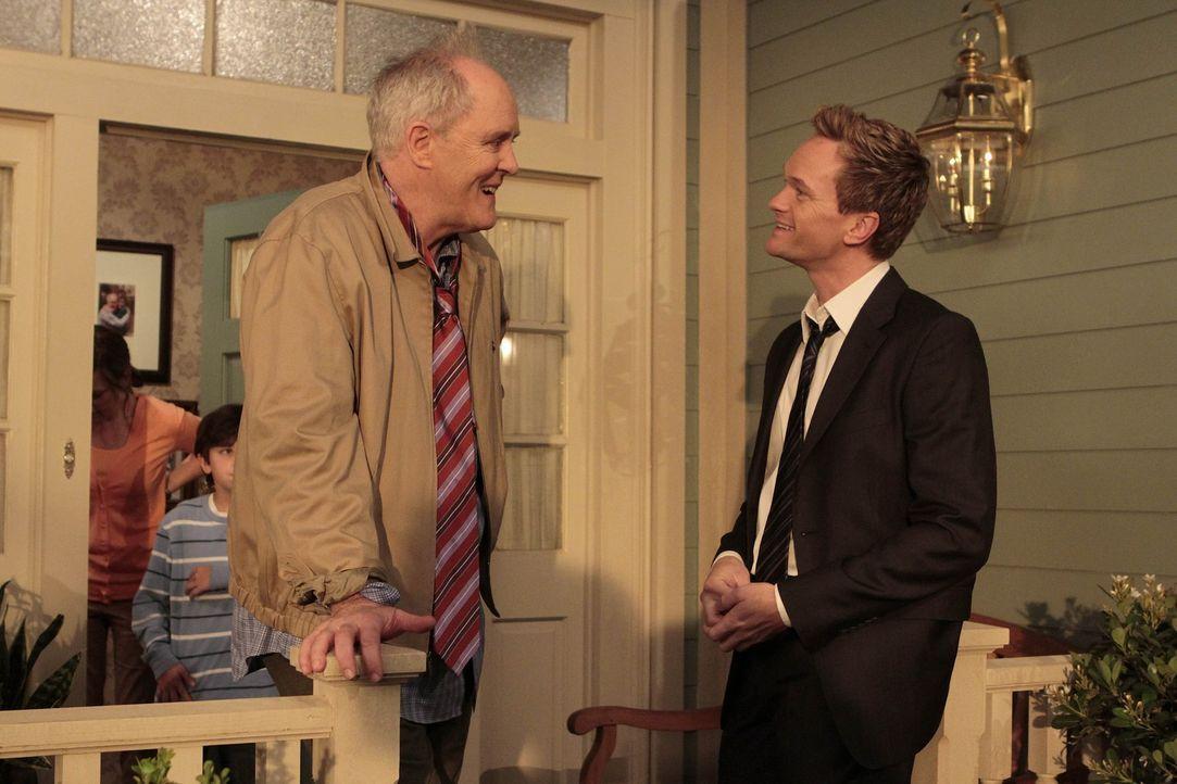 Nachdem Barney (Neil Patrick Harris, r.) seinen Vater (John Lithgow, l.) endlich kennengelernt hat, ist er enttäuscht, dass dieser ein richtiges Vo... - Bildquelle: 20th Century Fox International Television