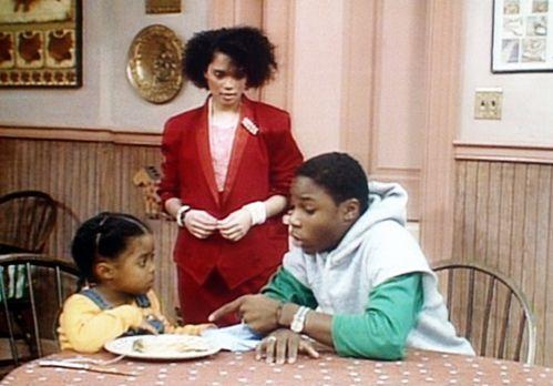 Bill Cosby Show - Theo (Malcolm-Jamal Warner, r.) und Denise (Lisa Bonet, M.)...